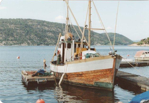 De første årene ble treskøyta Ingeborg brukt som arbeidsbåt hos Drøbak Marineservice.. Her foregår det boring av fjellbolter i Gylteåsen Båthavn.