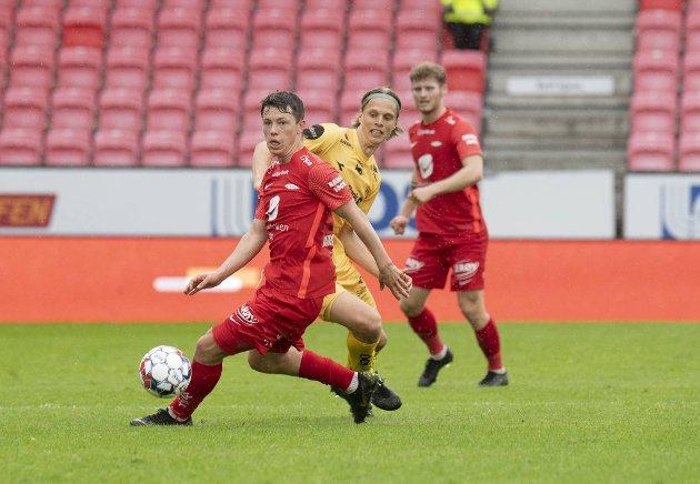 Fra å ha spilt minst av A-lagsspillerne i sesongoppkjøringen og slitt benken i de tre første seriekampene, er Mathias Rasmussen plutselig blitt Branns styrmann. Og god!