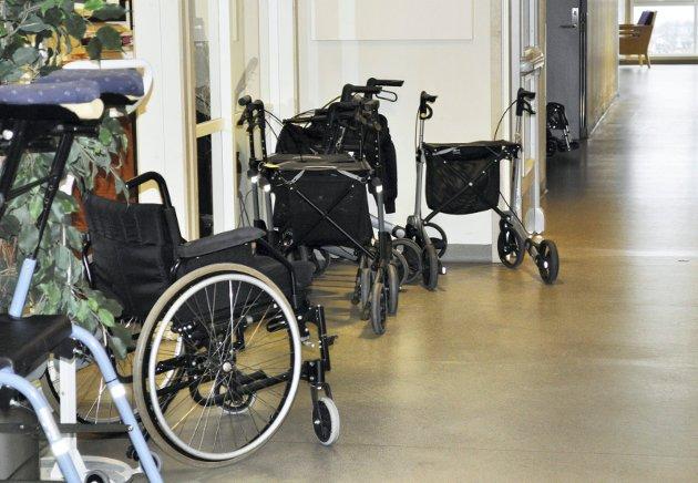 HJELPEMIDLER: – Hjemkomst til et hjem med alle slags håndtak, søyler, dostol, dusjstol, to forskjellige prekestoler og rullestol, skriver innsenderen. Han sender en hjertelig takk til helsevesenet.