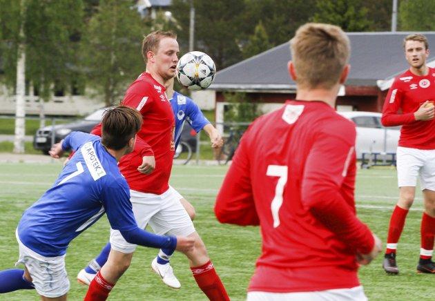 Fotball 6. divisjon. Fra kampen Grane mot Mosjøen 2 på Vegset stadio 2-0 (1-0). Lars Moheim
