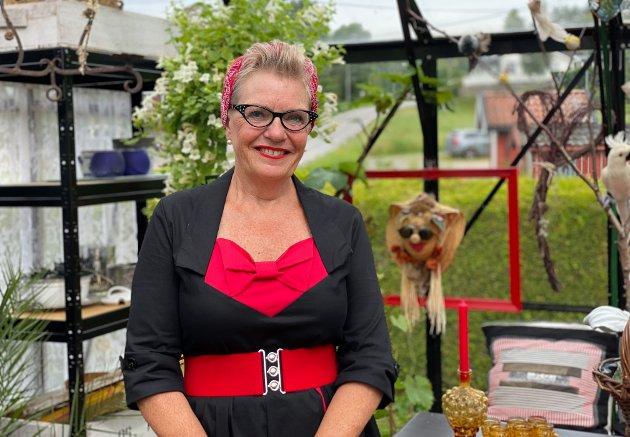 Tove Beate Brevik (60) er glad i alt som er gammelt. I den spesielle hagen i Døvika er alt brukt.