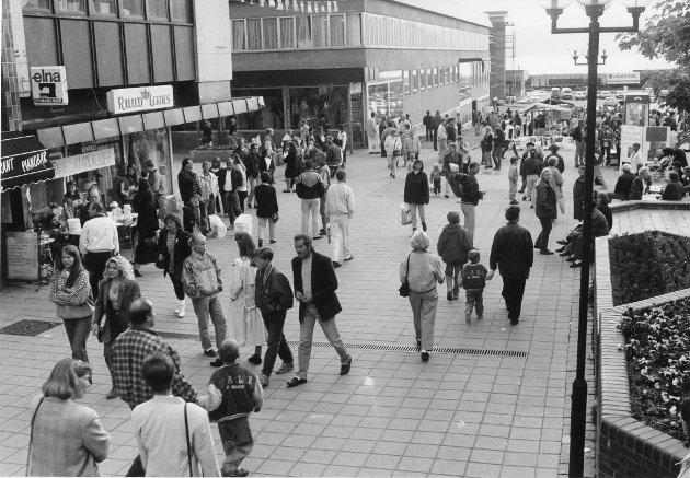 Gågata er møtested, samlingspunkt og arena for mange typer aktiviteter i Mo sentrum. Nattåpent samler fortsatt mye folk, men spesielt de første årene var det et populært tiltak iverksatt av handelsstanden. Juni 1993