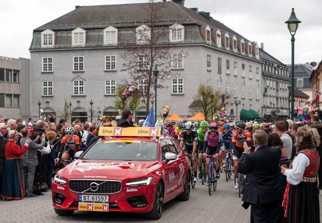 I dette innlegget mener Lars Fredrik Langerud at det er rom for både sykkeløp og 17. mai i Hønefoss. Samtidig.