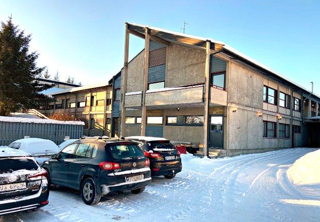 Klinikk for psykisk helse og rus i Helse Møre og Romsdal vil redusere antall senger ved det distriktspsykiatriske senteret på Nordlandet. Formannskapet i Kristiansund reagerer.