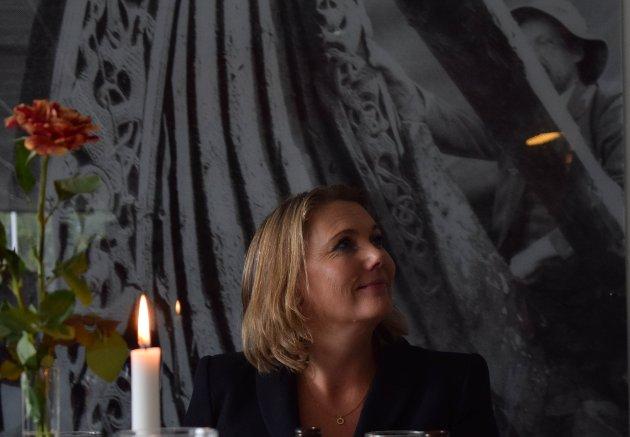 HØYTIDELIG: Lena Fahre mottok mye ros og gode ord for sin innsats som direktør på Slottsfjellsmuseet.
