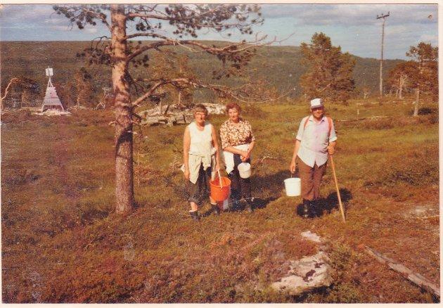 Multetur i Lierne med søster Olea og bror Trygve.