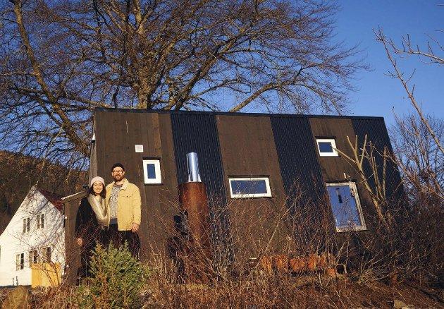 Her bur Christa og Lars Petter. Dei har bygd huset sjølv. – Det finaste ved å bu her, er først og fremst ei kjensle av å eige heimen sin. Vi har total fridom til å foreta oss alt me vil.