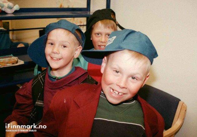 90-TALLET: Utkledningskista er i flittig bruk på Ungenes Hus på Gakori skole.