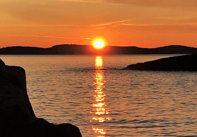 Solnedgangen sett fra et svaberg på Moutmarka. Ikke så verst.