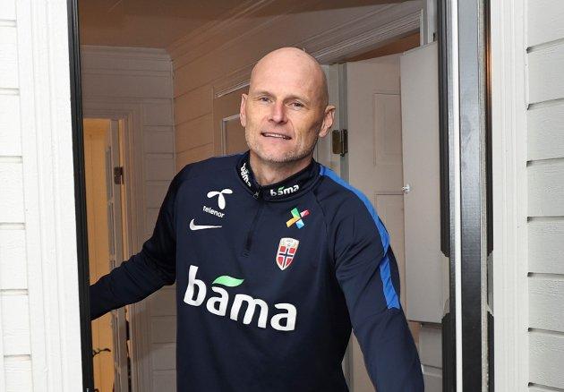Hamar 20201203.  Ståle Solbakken hjemme på Hamar der han oppholder seg i reisekarantene de nærmeste dagene. Foto: Geir Olsen / NTB