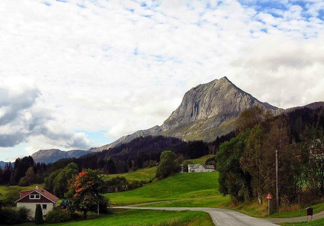 MAJESTETEN I SUNNFJORD: Storehesten er eit av dei flottaste fjella i Sunnfjord og bør besøkast av fleire.
