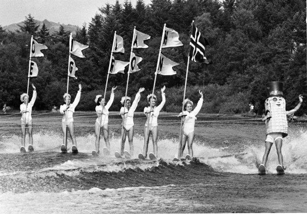 I ALLE DAGER: Det har vært en del arrangementer i Haraldsvang opp gjennom årene. Her er det vannskishow med Florida Cypress Garden i 1982.