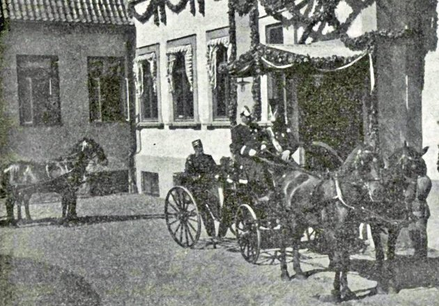 Kongen ankommer Hafslund hovedgård den 24. august 1899.