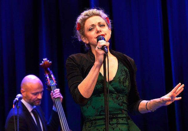 DYKTIG: Hilde Louise Asbjørnsen - ofte sammenliknet med både Marilyn Monroe og Billie Holiday - bekreftet hvorfor med sin nydelige og engasjerte jazzsang.