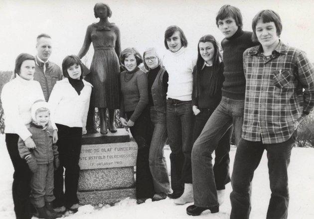 Bondelagets Folkehøyskole i Mysen. Hvilket år bilde er fra står det ingenting om i arkivet.