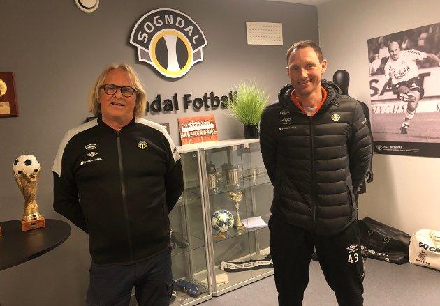 UTFORDRINGAR: Dagleg leiar Rasmus Mo og utviklingssjef Terje Skjeldestad vedgår at dei har hatt utfordringar i den aldersfastlagde fotballen.