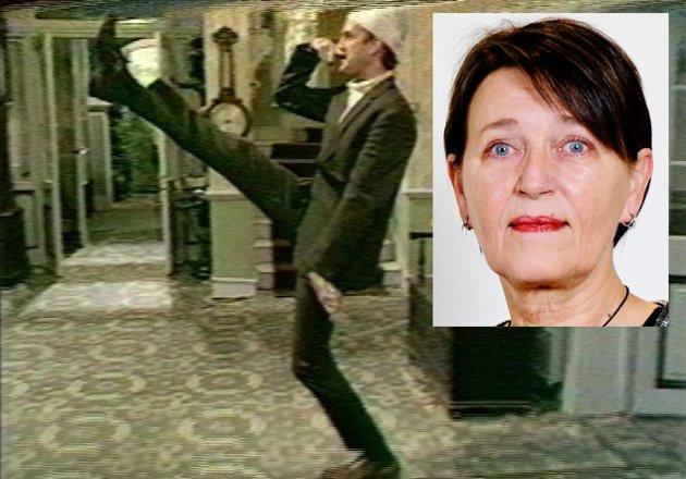 """Hvorfor legger ledelsen ved UiB seg langflat for en fra generasjon persilleblad? På bildet John Cleese i """"Don't mention the War""""."""