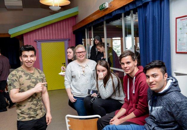 Internasjonal dag på Kragerø videregående skole med mat fra mange land.