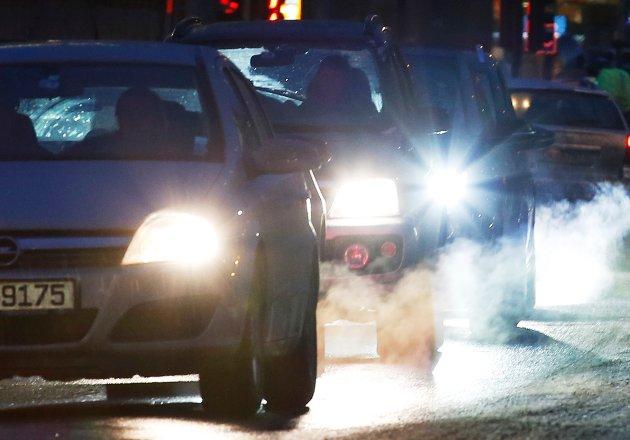 Dieselbilene er ikke kommet for å bli til evig tid, men det må være lov å ta en pust i bakken og lytte til signalene fra grasrota – ikke bare fra Oslogryta, mener Vegard Sjøvoll Bach. (Ill.foto: Foto: Erik Johansen)