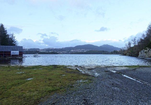 – Eiere av sjøeiendommer: nå er på tide å organisere seg for å få kommunen til å starte arbeidet med en mer detaljert strandsoneplan! Det vil gi mer forutsigbarhet enn dispensasjoner og skjønn. ARKIVFOTO: EIVIND ANDRE PETTERSEN