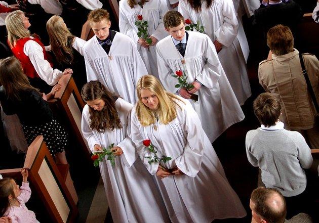 Ordet konfirmasjon forteller fra gammelt av om en kirkelig handling hvor unge mennesker normalt ble konfirmert i 14-15-årsalderen, skriver Rossing.
