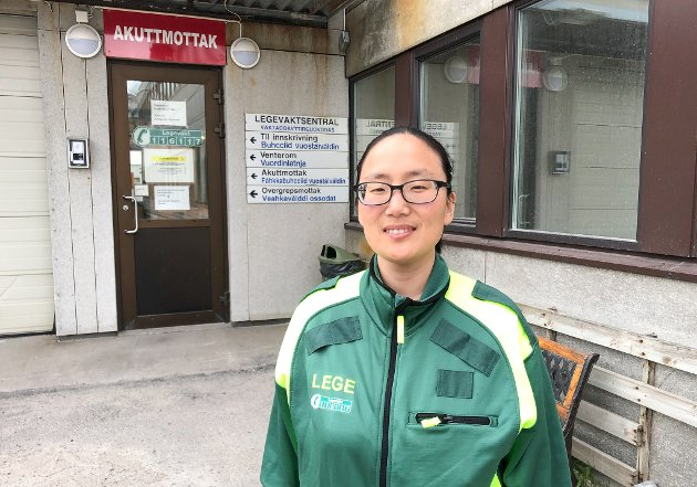 MER Å GJØRE: Nina Aurebekk har jobbet som fastlege i Hammerfest i 11 år. - Med hånden på hjertet kan jeg si at arbeidsmengden har økt betydelig i løpet av disse årene, sier hun. Foto: Trond Ivar Lunga