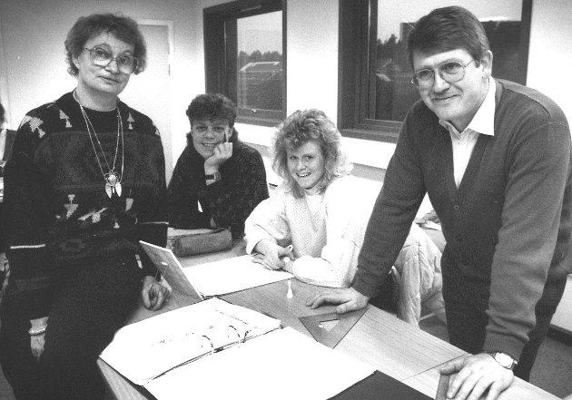 Januar 1987. Solgaard videregående skole, senere Mosseporten vgs. Fra v.: Marit Nilsen Bua (lærer), Viggo Klausen (elev), Monica Haraldsen (elev) og Kjell Olav Johansen (lærer).