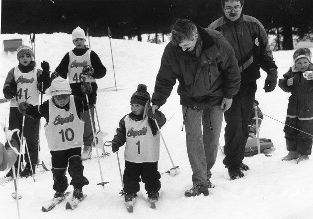 Selforsrennet 1992. Håkon Ankervold (nr. 1) får hjelp av pappa Jan under Selforsrennet, det 40. i rekken, som ble arrangert sist helg. Trygve Lindahl Schance (nr. 10) er i ferd med å passere far og sønn.