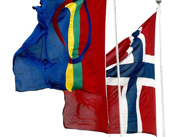 Ikke tvil: Selv om Dagny Pettersen synes at det samiske flagget er vakkert, mener hun at det norske skal ha forrang.