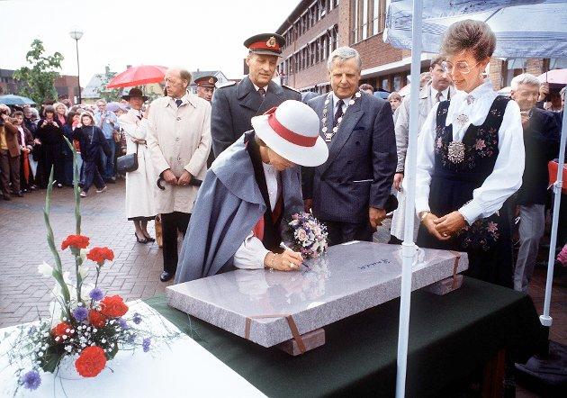 1991: Fra kongeparets signingsferd, her på rådhusplassen i Kongsvinger.