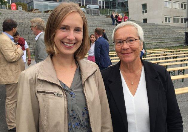 INNSALG: Statsråd Iselin Nybø (t.v.) er positiv til planene rektor Kathrine Skretting og hennes styre har for å arbeide for overgang fra høgskole til universitet.