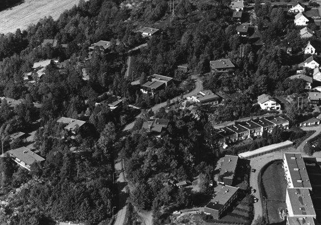 Grønåsen: Grønåsen (fra 1978) er en arkitektonisk perle i funkisstil fra 1965–70 årene, en perle som kommunen opprinnelig hadde store ønsker om å bevare, skriver Kjell Rue. Arkivfoto: Olaf Akselsen