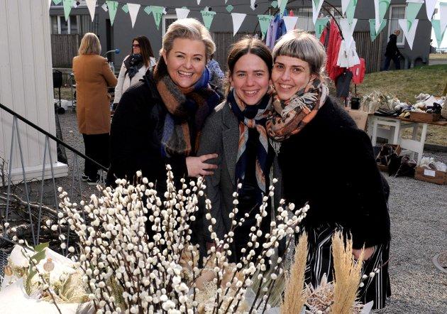 INVITERTE: Jane Ruby Jensen, Maria Stenersen og Pia Grøngaard fra blomsterbutikken Ruby Elise skapte hyggelig bakgårdstemning lørdag i Trenduka.