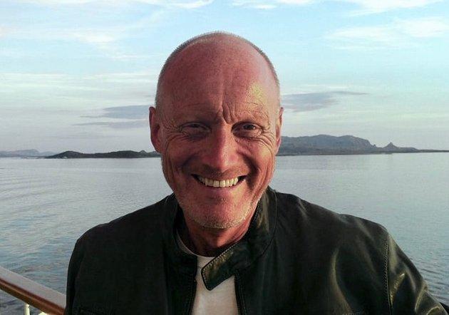 Sjøl er jeg vokst opp i et lite fiskevær i Vest-Lofoten, med om lag 350 innbyggere. Historia har lært meg at det ikke er noen grunn til å stole mer på Senterpartiets forståelse for distriktene enn SVs, skriver Gunnar Thorbjørnsen.