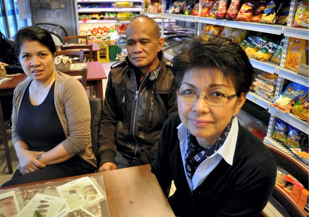 ROSALINDA: Daisy Hintz, Godi Caluza og Rosalinda Kjærran Messelt i Rosalindas butikk i Storgata. Bildet er tatt i 2013. Rosalinda Kjæran Messel gikk bort i 2015.