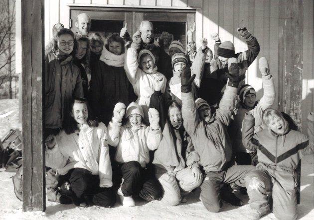 Elever og lærere ved Nordre Oppdalen skole.