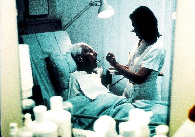 Etterlyser en klar plan: – Mens millionene renner ut av kommunekassa og vikarbyråene øker sine overskudd, er det lite vilje til å investere i permanente løsninger, skriver Karen Brasetvik om sykepleiemangelen i fylket.