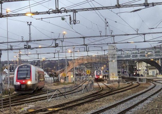 På sporet: – Vi vet at den planlagte utbyggingen skaper store utfordringer i Råde, Fredrikstad, Sarpsborg og Halden, skriver Tage Pettersen og Ingjerd Schou