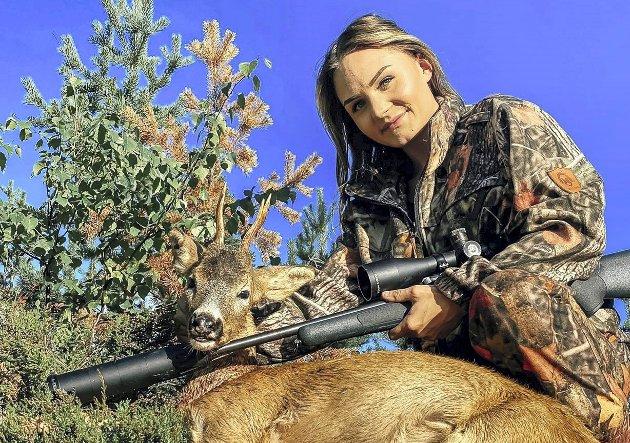 HETSET: Martine Simensen blir hetset etter å ha delt jaktbilder på sosiale medier. Foto: Privat.