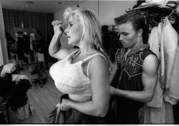 "1. august 1991 Elisabeth ""Bettan""  Andreassen, forbereder seg til sommerrevy på Park Hotel."