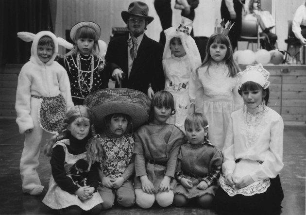 Karneval ved Kirkelund skole i mars 1987.