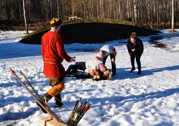 GA ALT: Snøen er kald, men vårsola varm og den skinnfilla ville alle bare vinne.