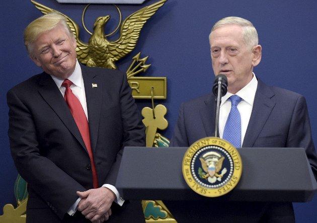 Gal hund:Med Afghanistan- og Irak-veteranen «Mad Dog» Mattis (t.h.) som utøvende sjef, og Trumps utspill om at IS skal «knuses», kan vi ende opp med å applaudere enda sterkere doser av den medisin som viser seg å forverre sjukdommen. Foto: NTB Scanpix