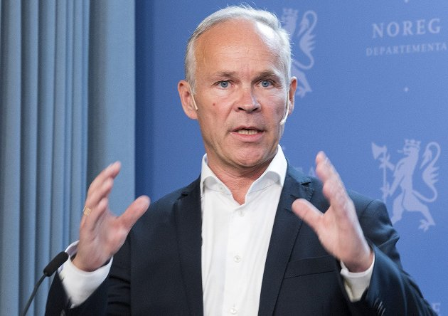 SÅ Stor? Hvem andre enn Høyre og Jan Tore Sanner tror  at størst alltid er best?  Ikke politifolk, sykepleiere og leger på lokalsykehusene, menigmann eller lokalpolitikere. Det store flertall har gått imot kommunereformen.Foto: NTB Scanpix