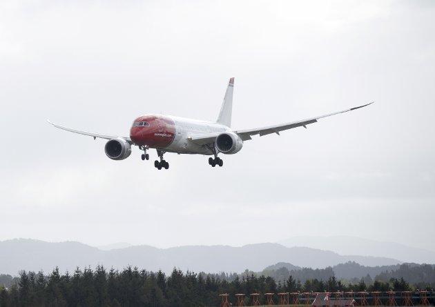 Flyselskapene melder stadig om passasjerrekorder. Kampen for mer miljøvennlig luftfart må skje ut fra at passasjerene vil være der også i fremtiden.
