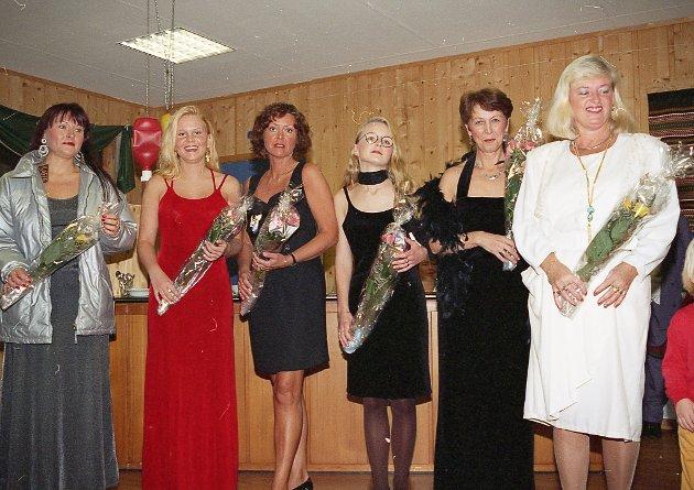 Mannekengoppvisning i Askvoll nov 1995     Silje Solheim, Heidi Renate Gjerde Lavik, Kjellaug V. Høyvik, Laila Furnes, Torunn Gjerde og Jorunn Stubseid