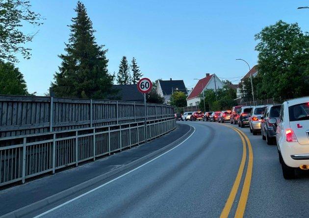 Etter ulykken ble trafikkens stanset i begge retninger over Fredrikstadbrua.