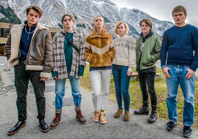 En rekke kjente skuespillere skal figurere i serien hvor handlingen er lagt til stedet Edda som blir sentral i serien på seks episoder.
