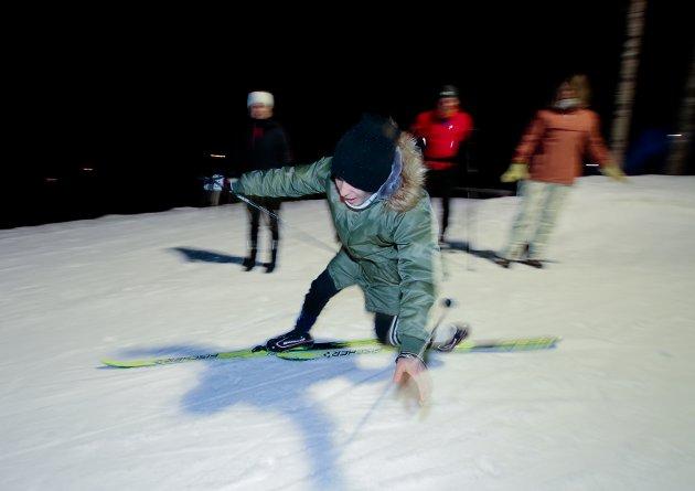FALL: Ikke alltid like lett å holde seg på bena første gang på ski.