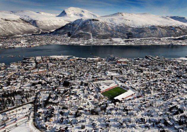 TIL har et unikt utgangspunkt, som dette bildet av Yngve Olsen illustrerer. Klubben har en kulturell kapital. Forvaltes denne kapitalen riktig, kan klubben være mer enn en fotballklubb, men også en samfunnsaktør – en samlende kraft i og for Tromsø og landsdelen.